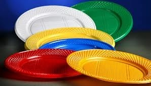 platos-descartables-plasticos-de-colores-de-17-cm-x-50-uni-13538-MLA3254422862_102012-O.jpg
